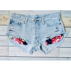 LOW RISE RIPPED LEVIS SHORT...